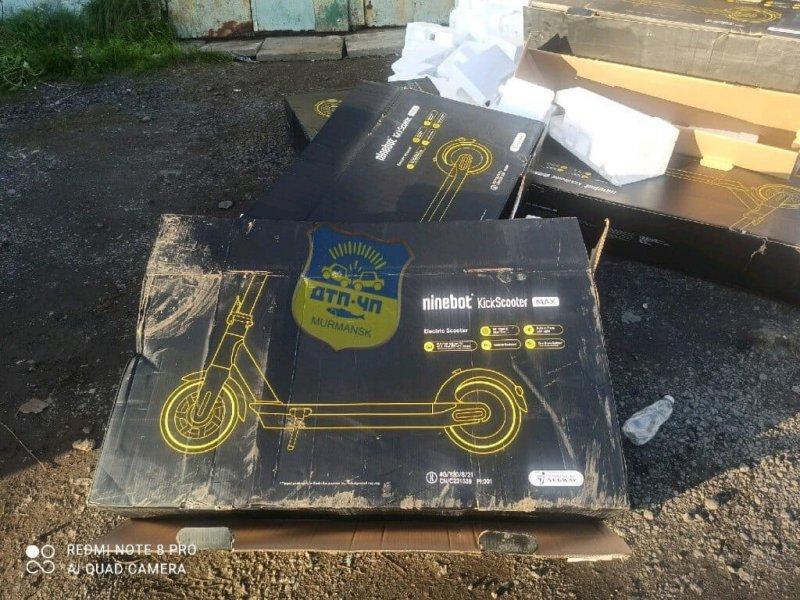 Нашли виновных в свалке коробок из-под самокатов в Мурманске