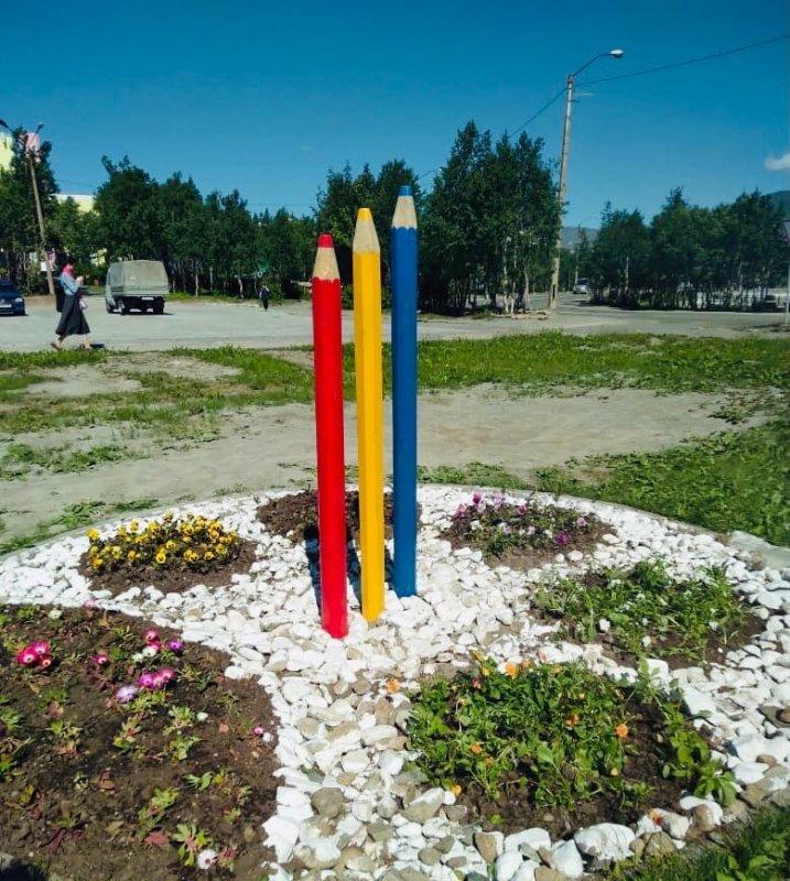 Гигантские карандаши появились в Кировске