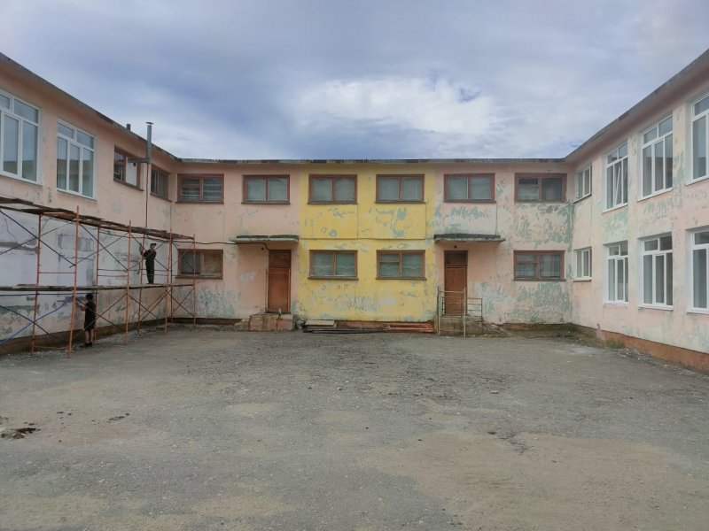 Ремонтируют фасады художественной и музыкальной школ в Никеле