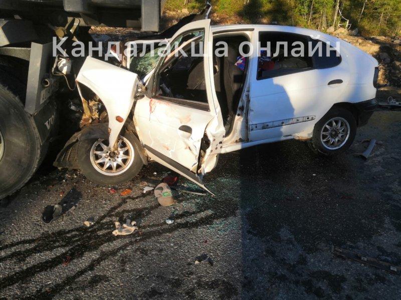 Сбила регулировщика и врезалась в грузовик иномарка в Кандалакшском районе