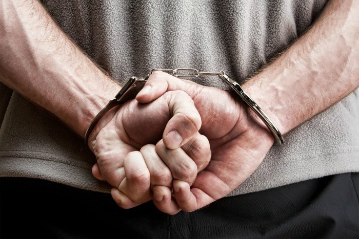 Сел в тюрьму за неуплату штрафа житель Мурманска
