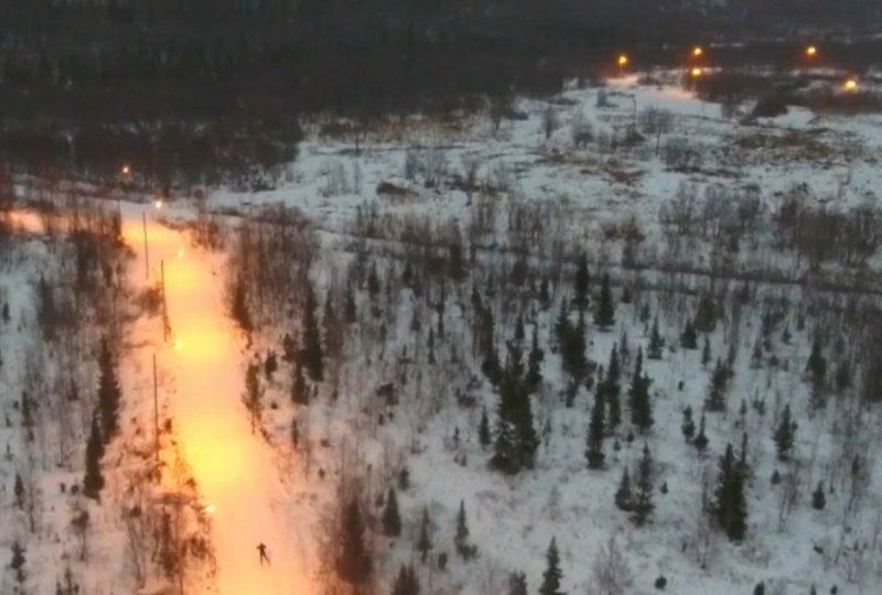 Смонтировали новое освещение на лыжной трассе в Кировске