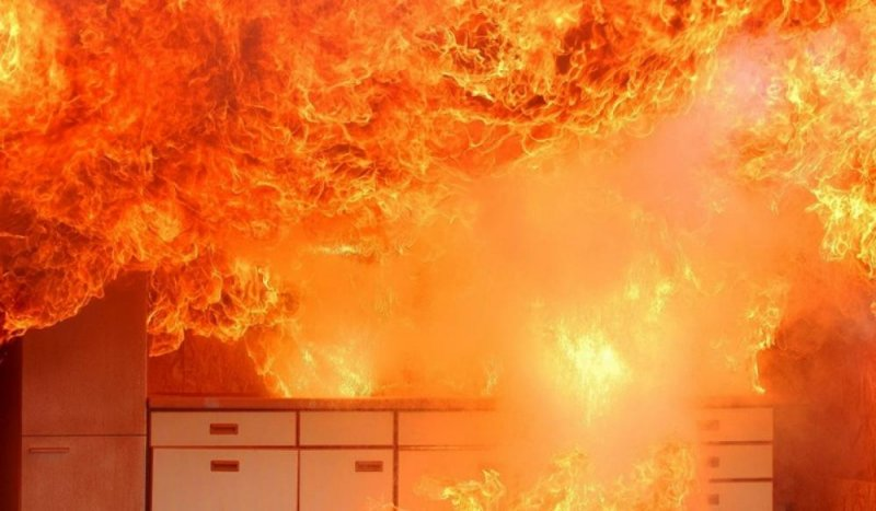 Квартира загорелась с прихожей в Кировске