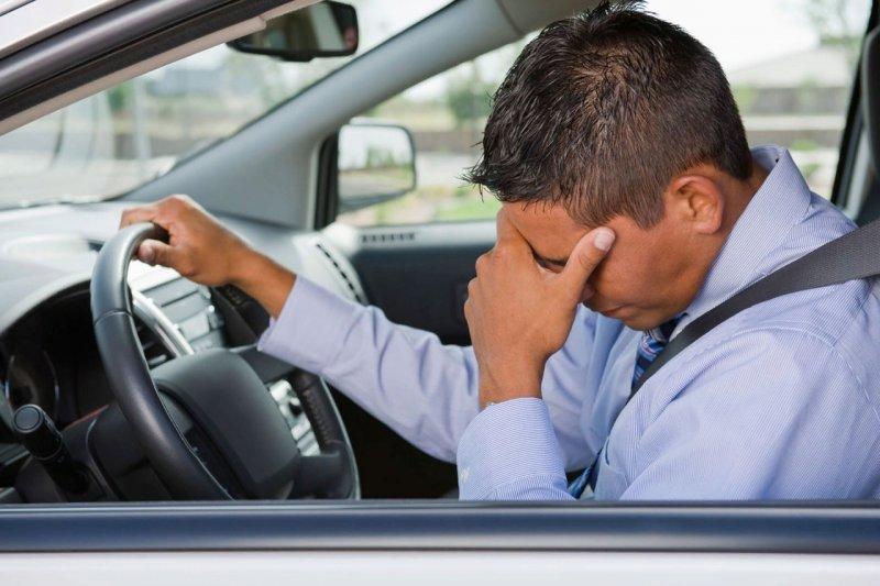 Плохо за рулем стало водителю съехавшей в кювет машины в Кандалакшском районе