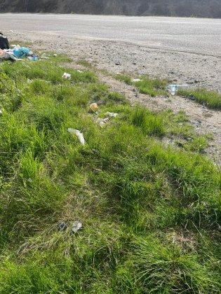 Снова закидали мусором берег возле водопада Шуонийоки