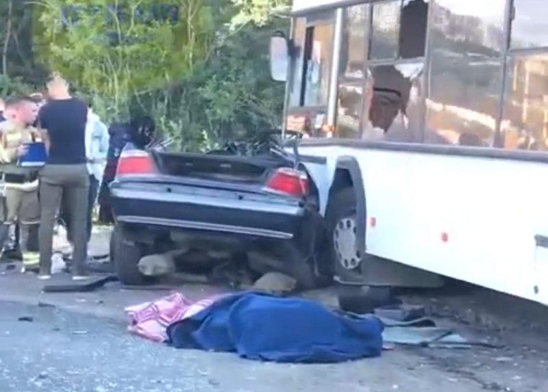 Погиб пассажир BMW в аварии с автобусом в Североморске