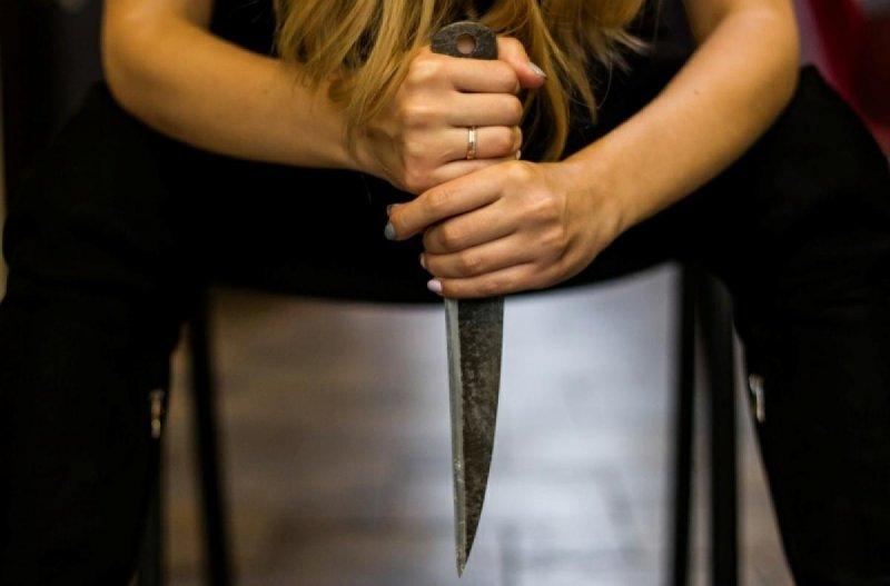 Нож в спину вонзила мужу северянка в Кандалакше