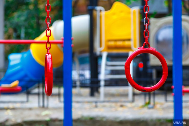 Починить детские городки обязали администрацию Терского района