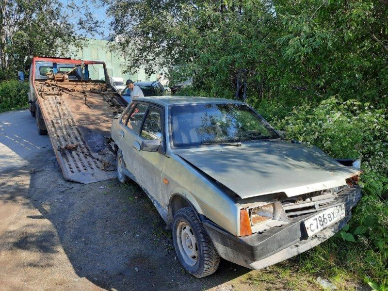 39 брошенных авто вывезли с улиц Североморска