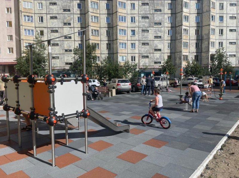Раньше срока построили новый детский игровой комплекс в Североморске