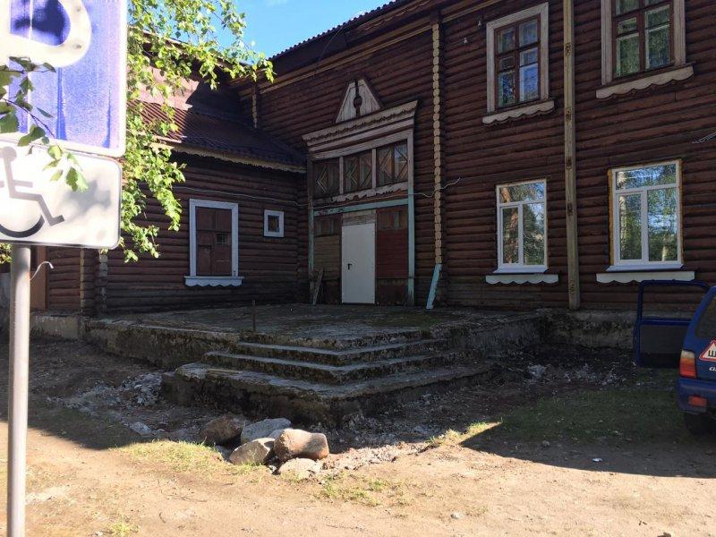 Восстанавливают уникальное здание ДК в Зеленоборском