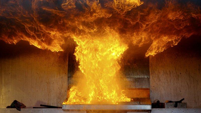 Из горящего дома спасли северян в Апатитах