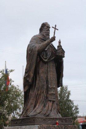Открыли памятник преподобному Феодориту Кольскому в Кандалакше