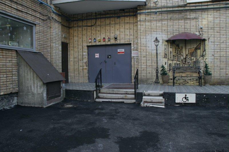 Двор в центре Мурманска преобразился благодаря городским властям