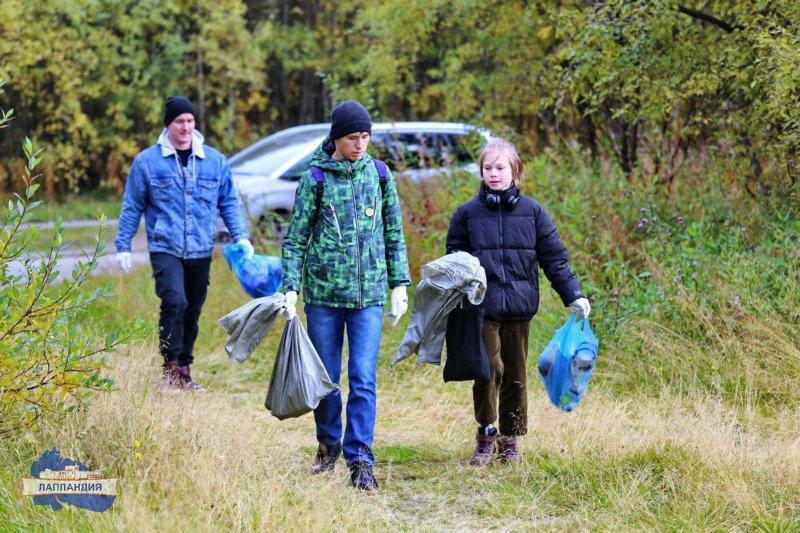 Тонну мусора собрали на Семеновском озере в Мурманске