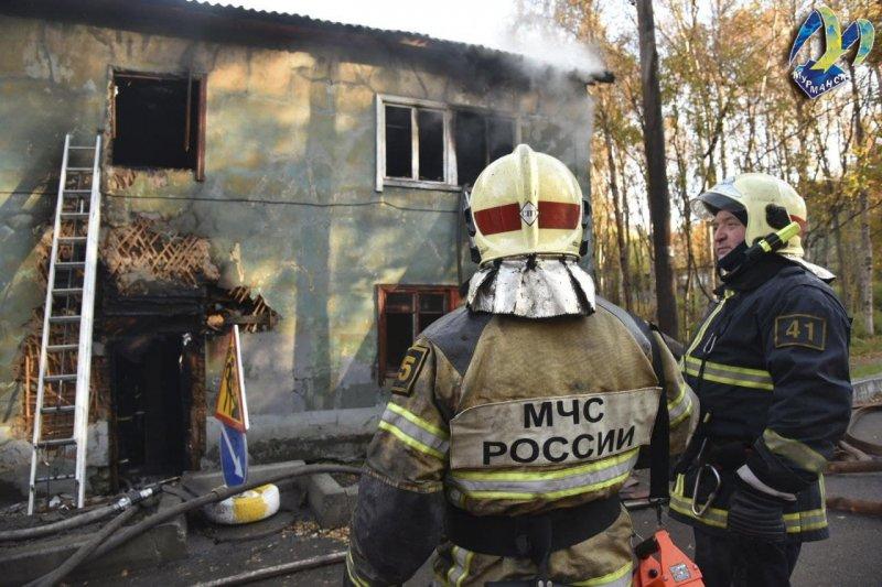 12 человек пострадали при пожаре в деревяшке в Мурманске