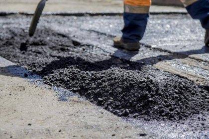 Не могут закончить ремонт дворов из-за задержки поставок асфальта в Мончегорске