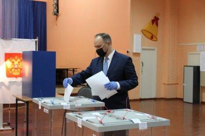 Проголосовал на выборах глава избиркома Мурманской области