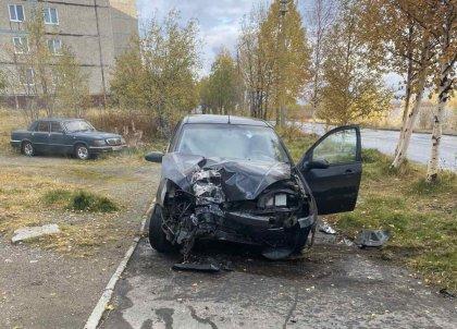 Врезалась в опору ЛЭП машина в Мончегорске