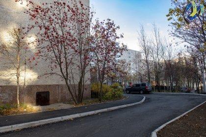 Капитально отремонтировали двор на Баумана в Мурманске