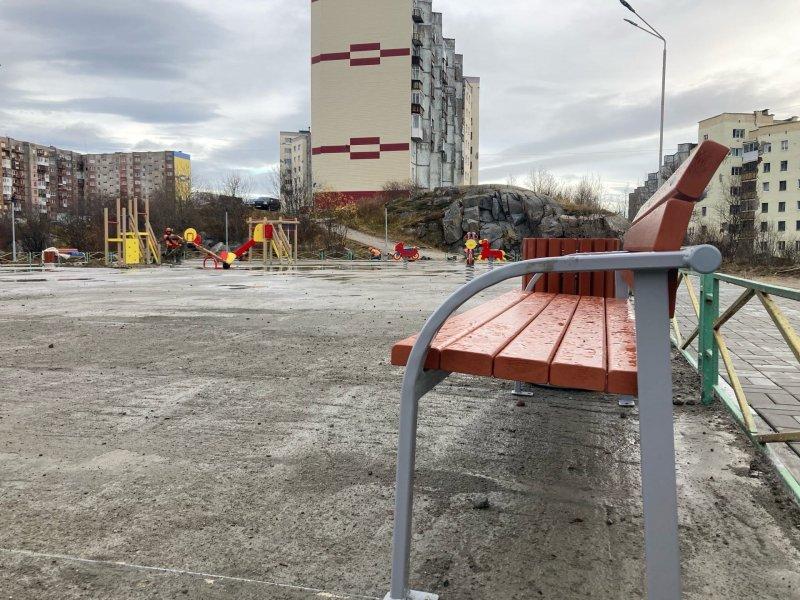 Проблемные ремонты во дворах проверила комиссия в Александровске