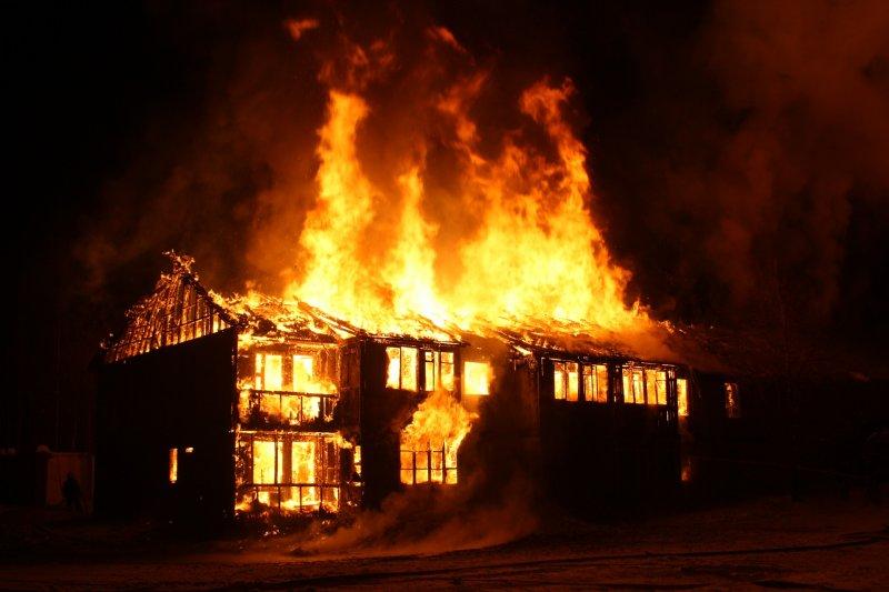 Дом загорелся по дороге в Кандалакшу